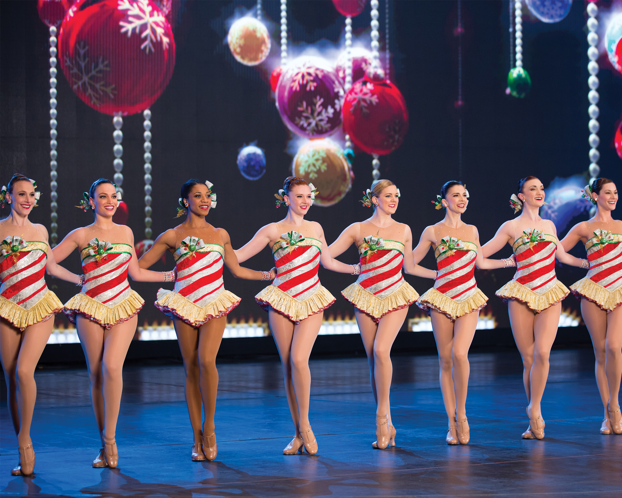 ChristmasSpectacular19_productionphotos_2000x1600_20160323_XW5A2832-e.jpg