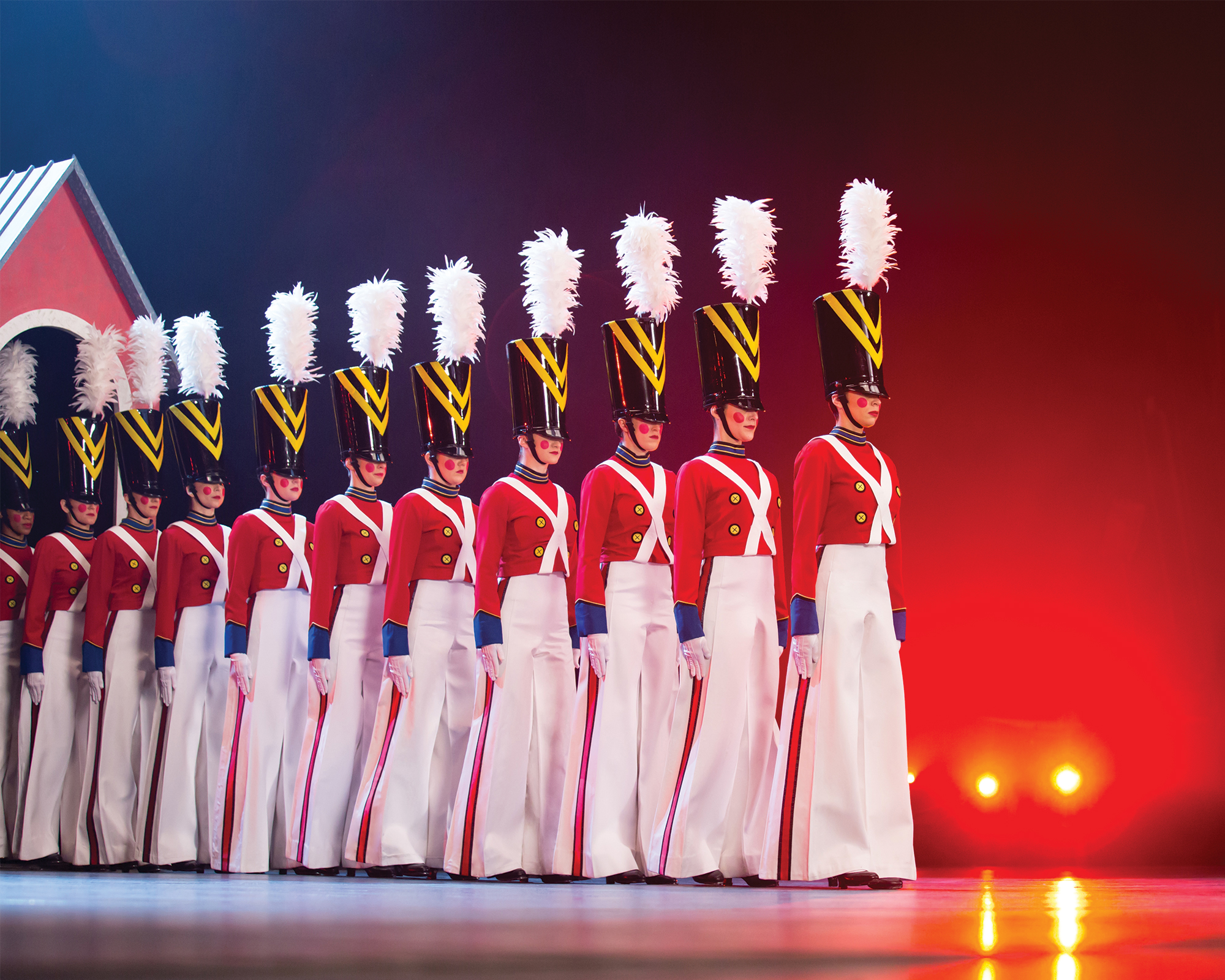ChristmasSpectacular19_productionphotos_2000x1600_20160323_XW5A2948-e.jpg