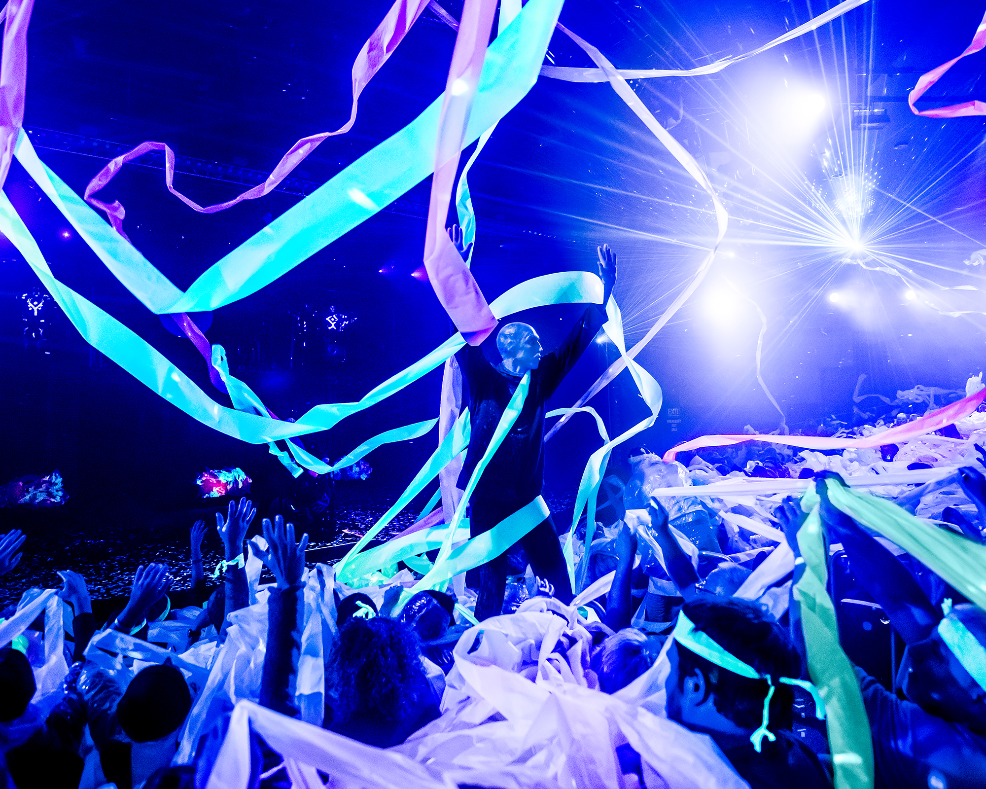 BlueMan_photo_PaperFinale_2000x16000.jpg.jpg