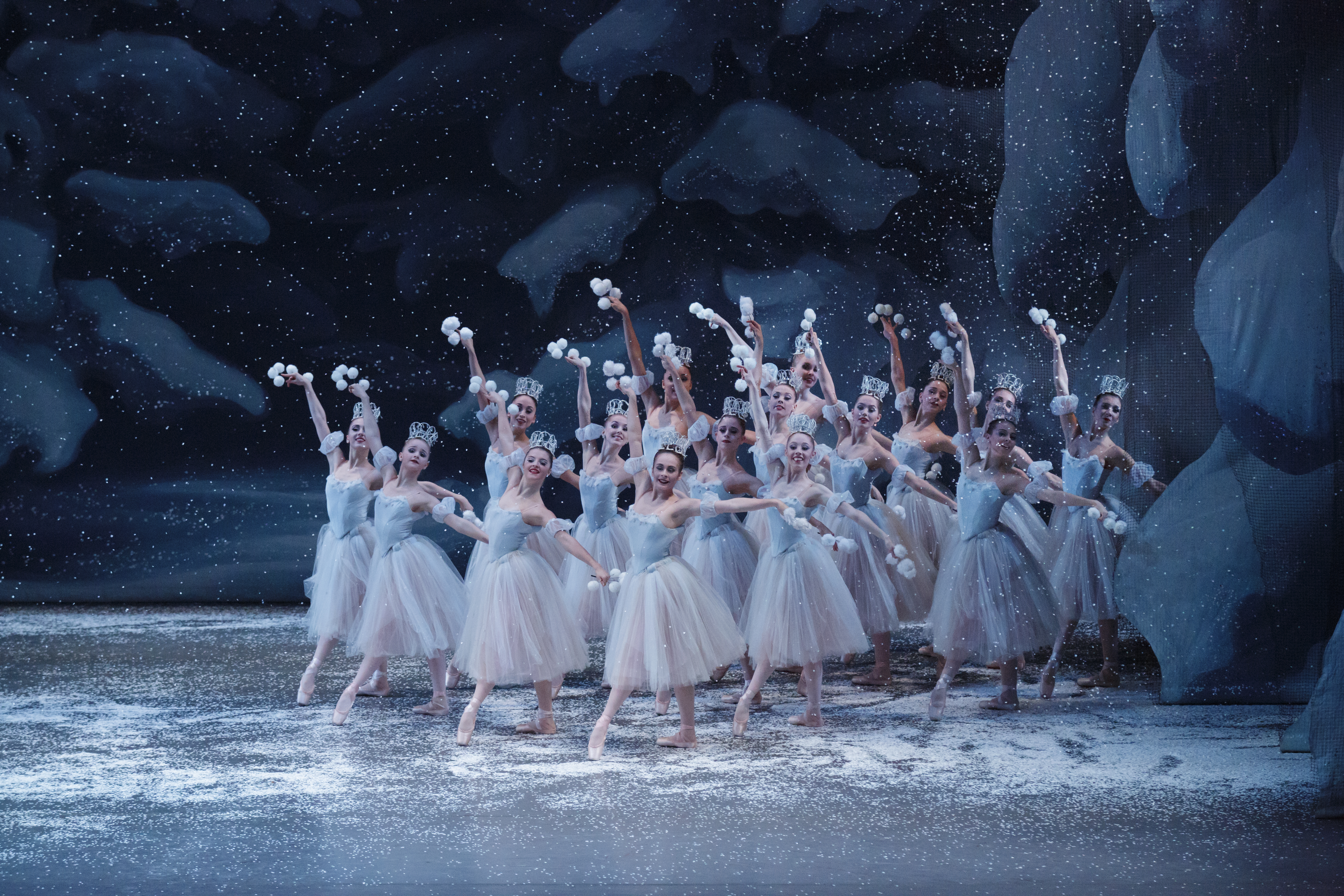 Nutcracker-Snow-c36808-12.jpg