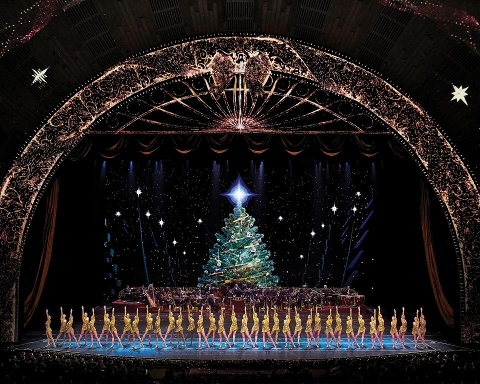 ChristmasSpectacular19_productionphotos_2000x1600_8_RCCS_111118_168.jpg